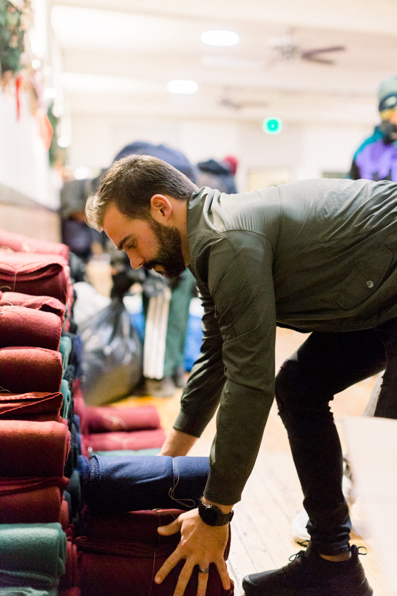 We've partnered with Sackcloth & Ashes, an awesome organization dedicated to helping homeless populations around the country by donating blankets to those who need them this holiday.